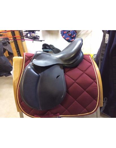"""16.5"""" Black Fouganza Saddle"""